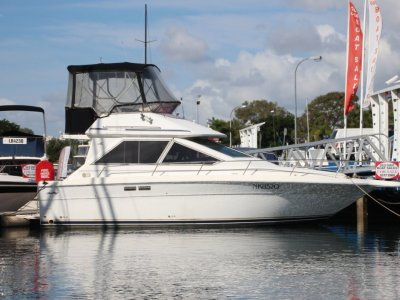 Sea Ray 30 Flybridge cruiser