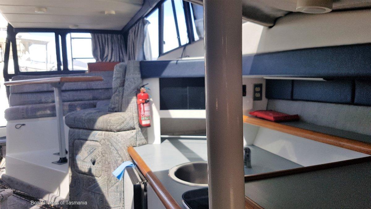 Aquaholic 2 Bayliner 3058 Motoryacht. Twin late model Cummins diesels Boat Brokers of Tasmania