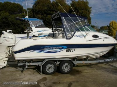 Mustang 2000 Bluewater Johnson 140hp Four stroke