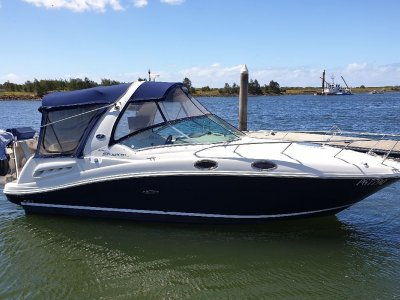 Sea Ray 275 Sundancer Sports Cruiser with a Single Engine !