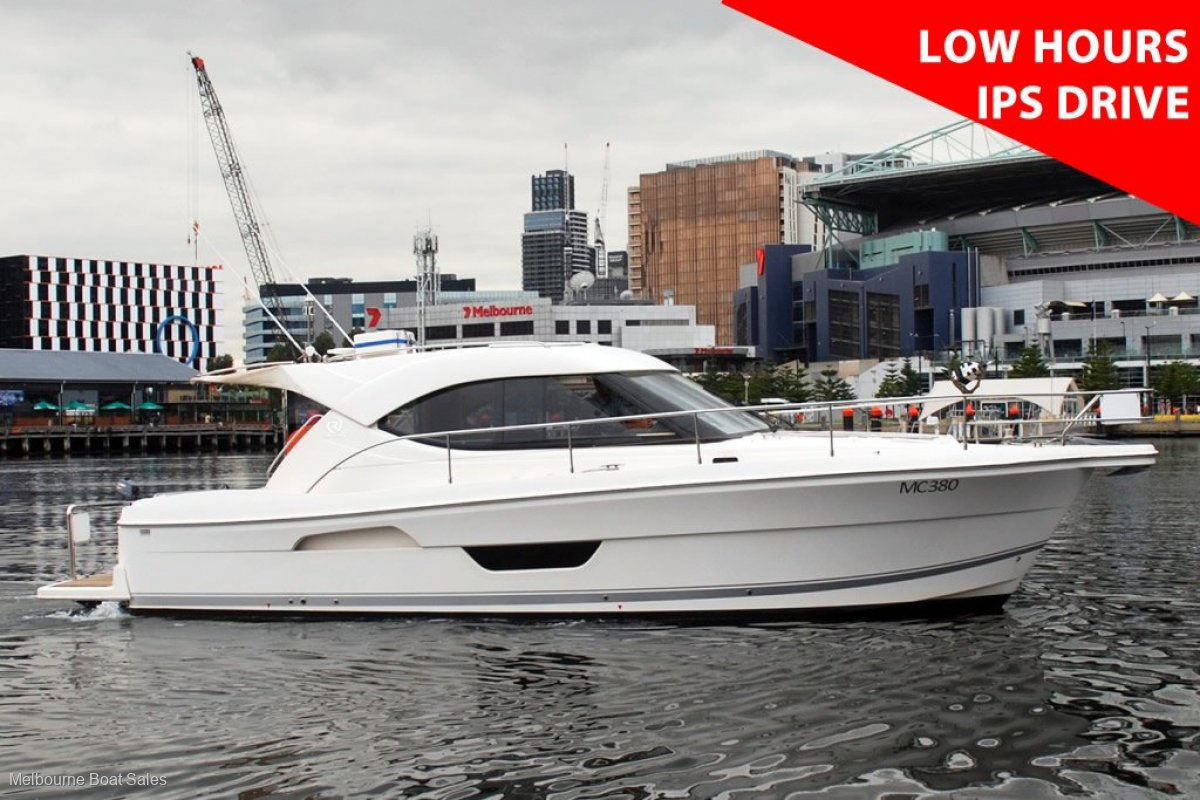 Riviera 3600 Sport Yacht - REDUCED PRICE - LOW HOURS - IPS DRIVE