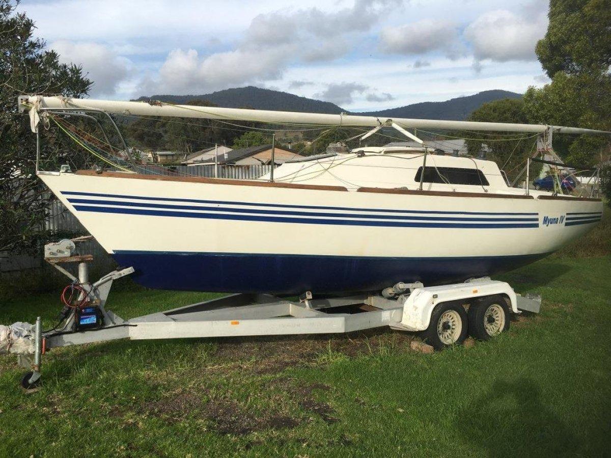 Seaway 25 MK 1:Boat on Aluminium Tandem Trailer