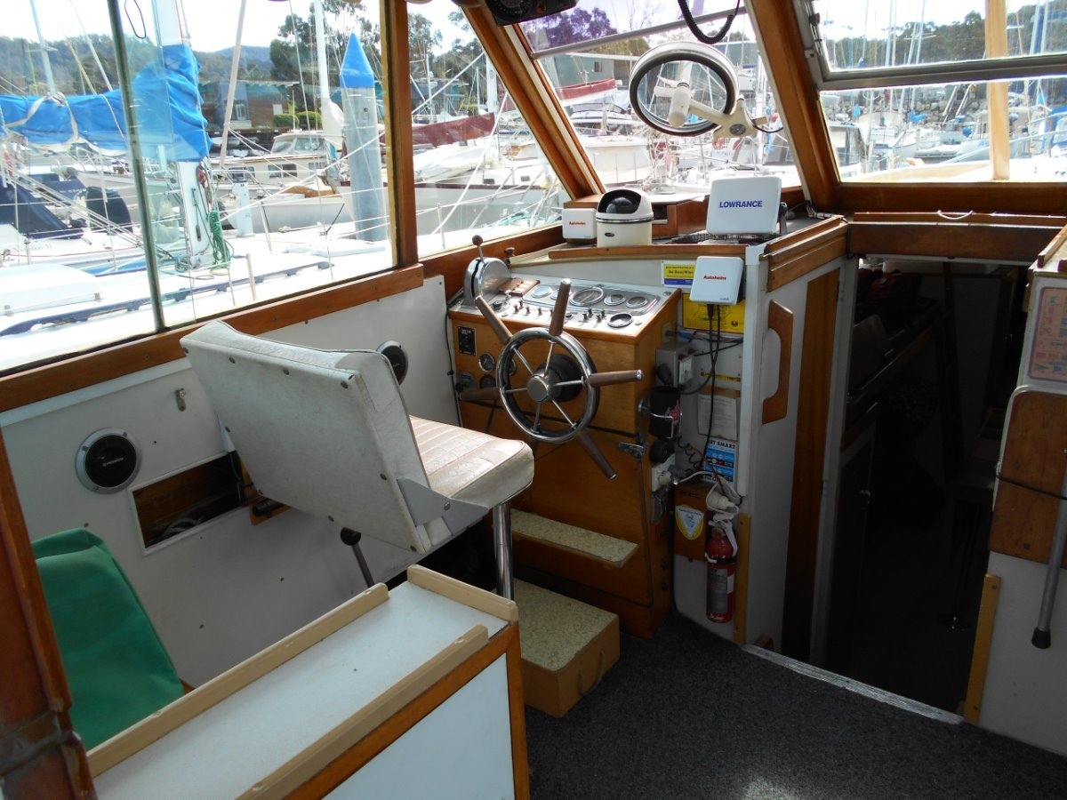 Savage 30 Motor Cruiser A GREAT CLASSIC IN VERY GOOD CONDITION