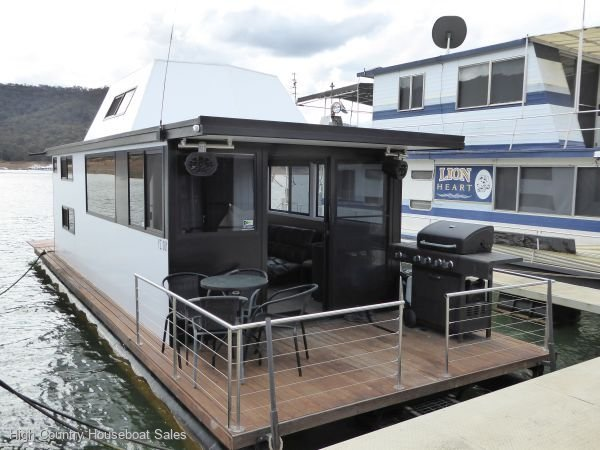 Houseboat Holiday Home on Lake Eildon, Vic.:Wally on Lake Eildon