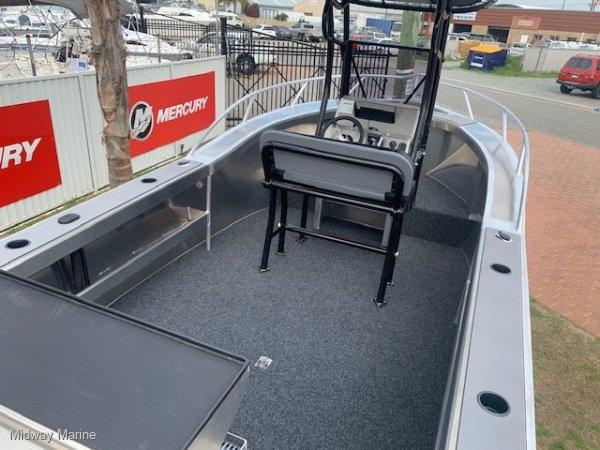 New Fish Hunter 620CC Fisherman Centre console