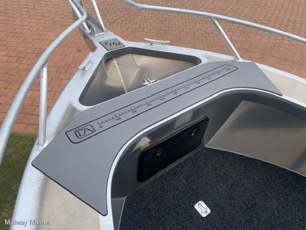 Fish Hunter 620CC Fisherman Centre console