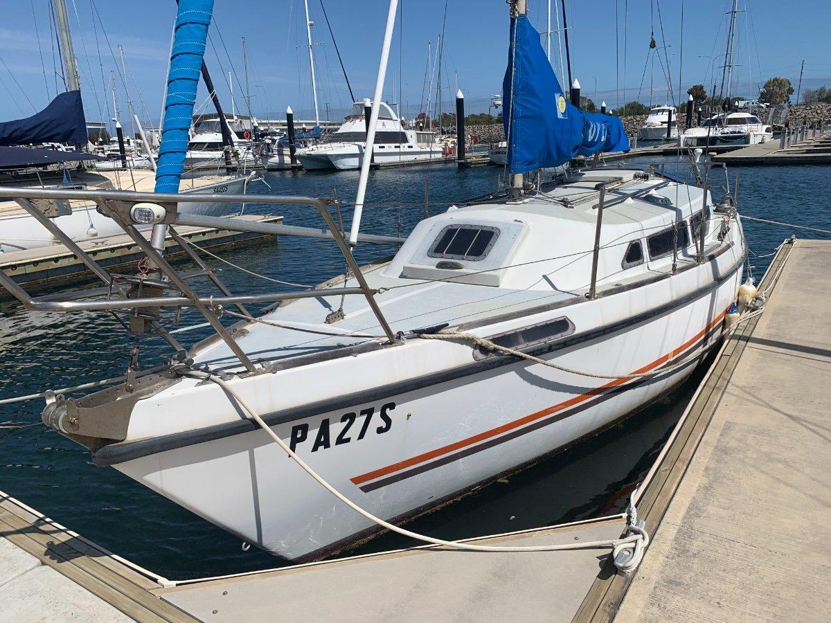 Bruce Roberts 26 N. S. 25 Cruising Yacht