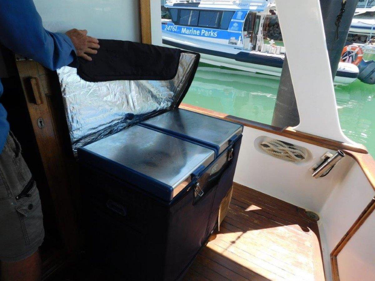Blue Seas 36 Flybridge cruiser
