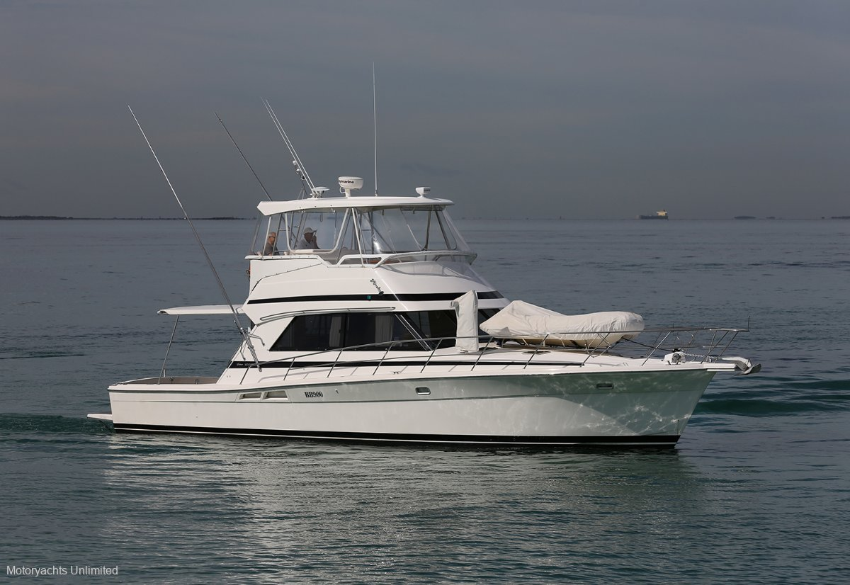 Riviera 43 Flybridge - Extended rear deck & 3 cab version