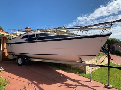Macgregor 26 Wonderful Versatile Trailer Sailor- Click for more info...