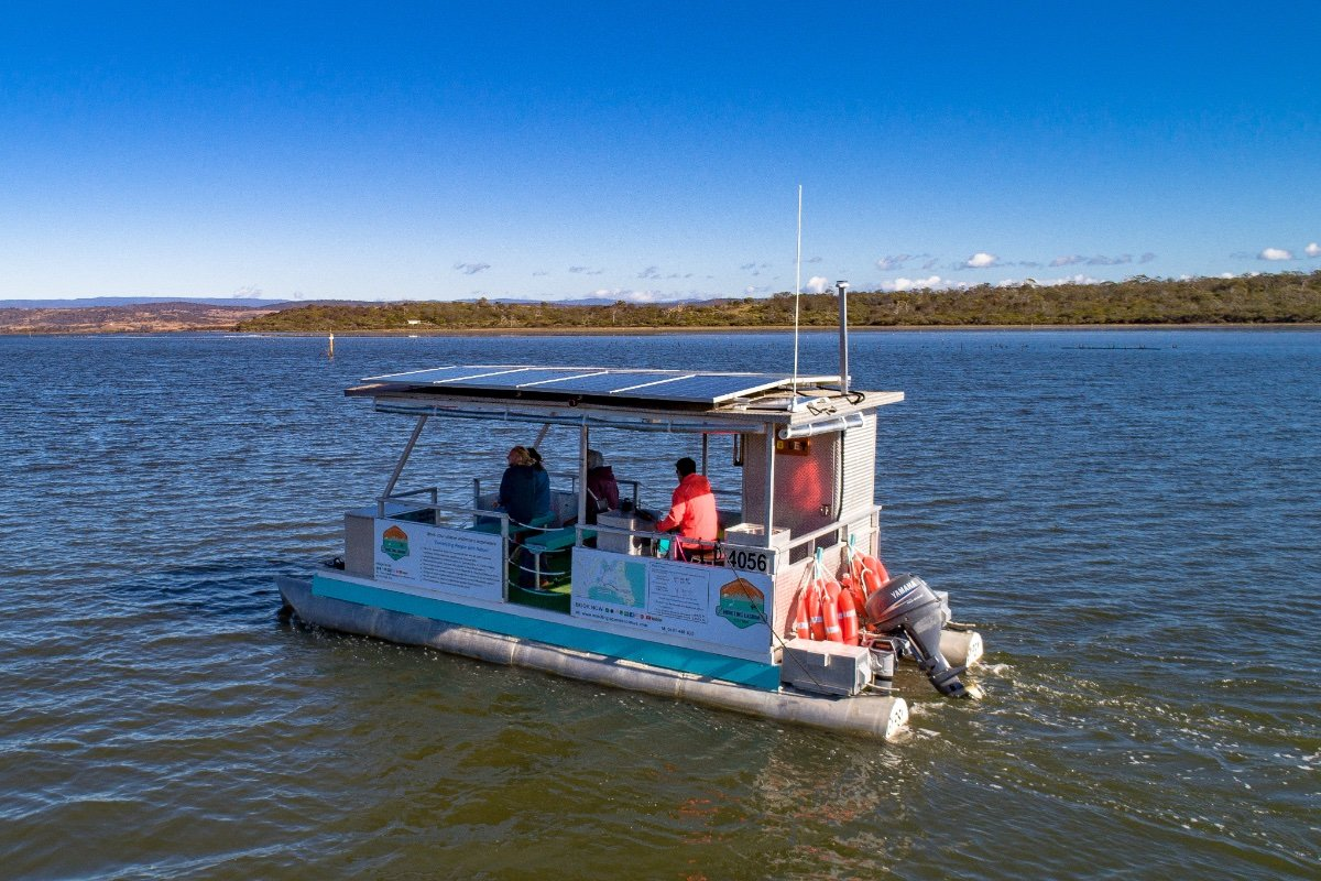 PONTOON BOAT, 24FT, ELECTRIC ENGINE Business avail