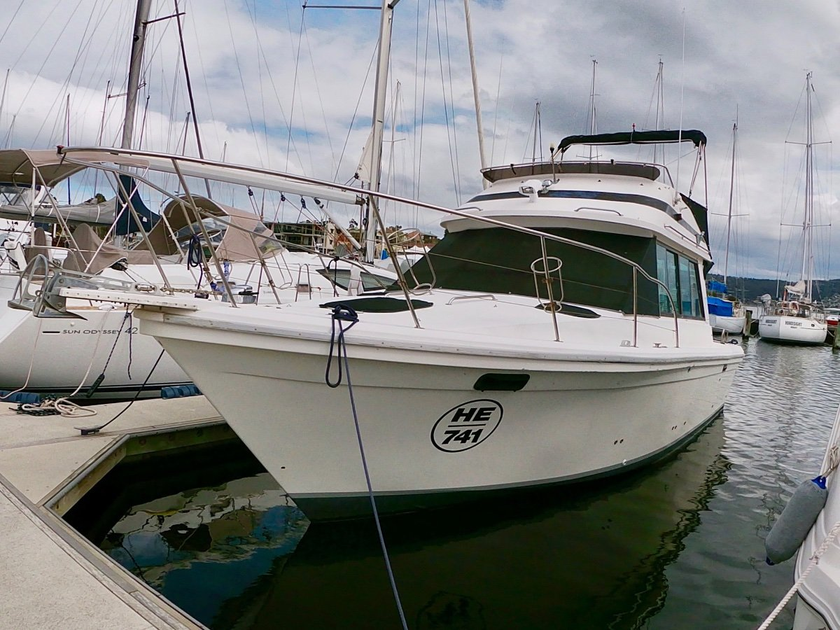 Riviera 32 Flybridge WELL MAINTAINED EXCELLENT FAMILY BOAT