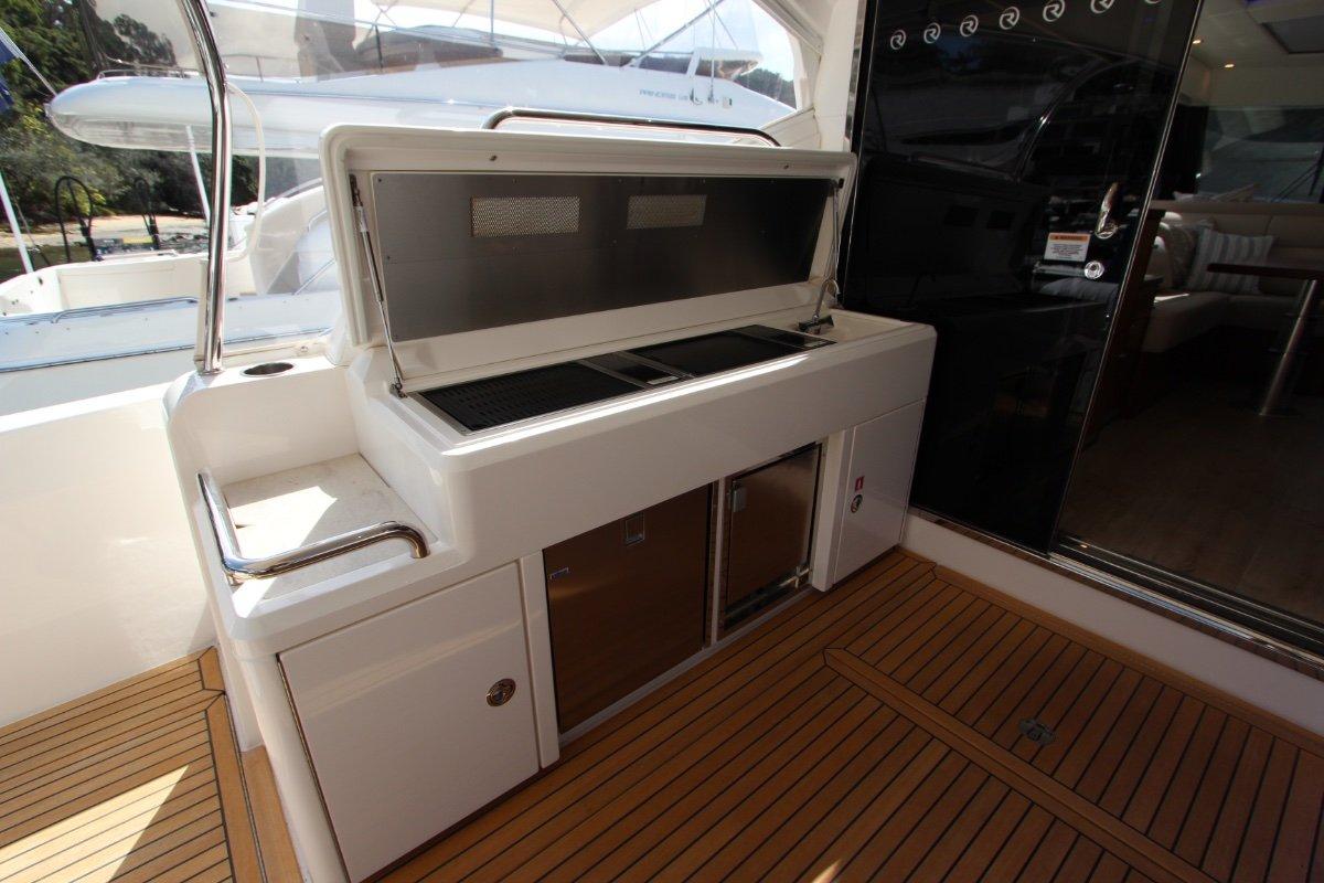 Riviera 5400 Sport Yacht