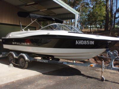 Bayliner 195 Bowrider- Click for more info...