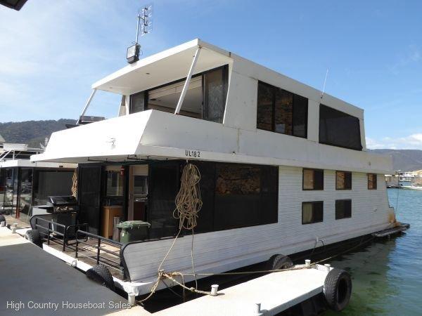 Houseboat Holiday Home on Lake Eildon, Vic.:Adams Inn on Lake Eildon