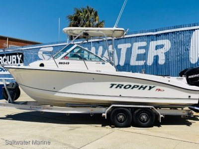 Trophy 2302 Walkaround Rare twin motors!! Presents in excellent condition