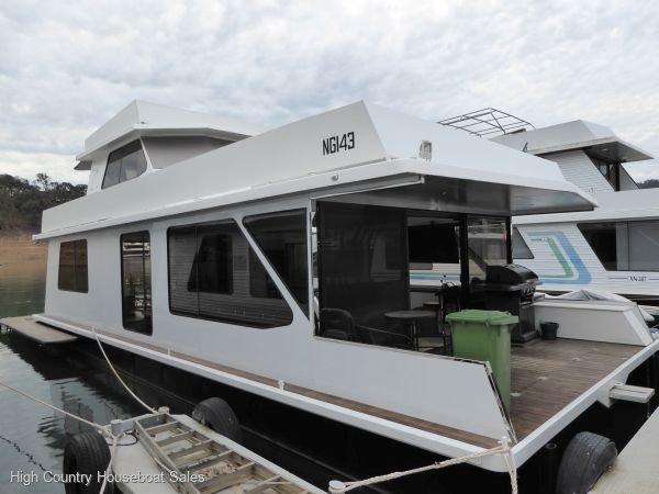 Houseboat Holiday Home on Lake Eildon, Vic.:Code 3 on Lake Eildon