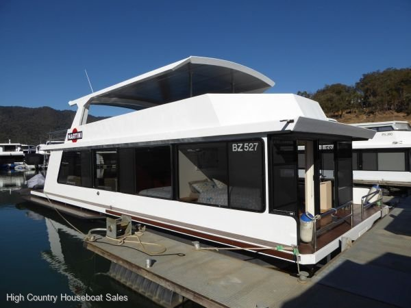 Houseboat Holiday Home on Lake Eildon, Vic.:Martini on Lake Eildon