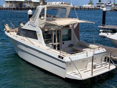 Deepwater 28 2012 Motor Low 358 hours and Genset