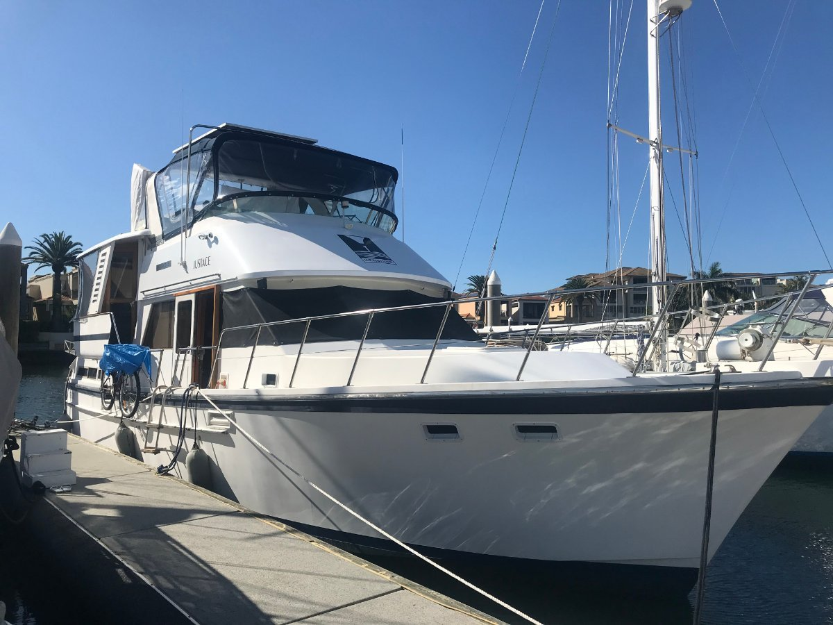 Lyscrest 42 Sundeck Flybridge Cruiser :Want a home on the water with all the comforts?:M V Justace