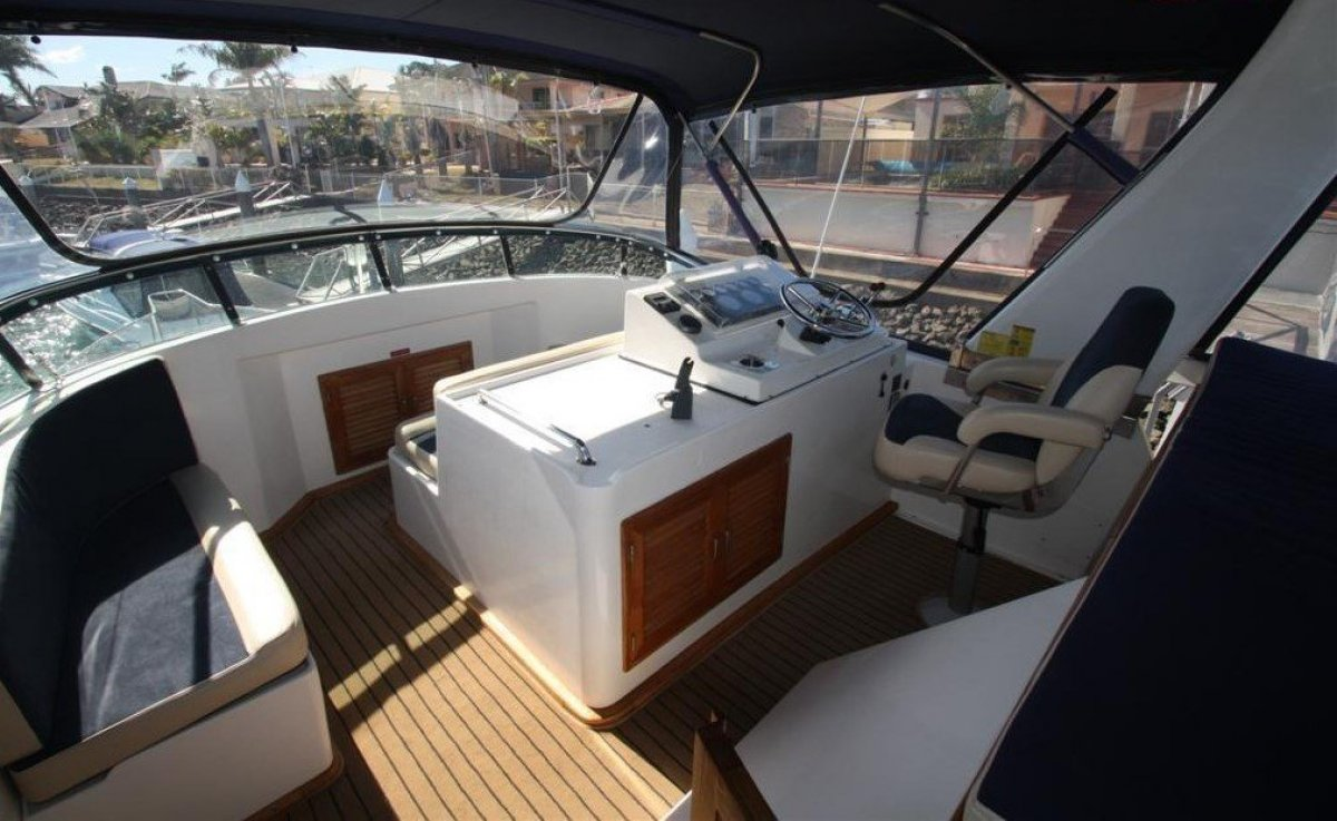 Lyscrest 42 Sundeck Flybridge Cruiser :Want a home on the water with all the comforts?:Flybridge