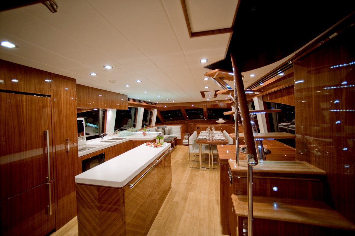 Whitehaven Flybridge 7000