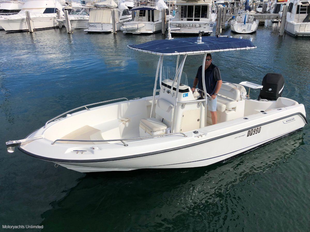 Boston Whaler 210 Outrage -Fishing, diving or just tonking around the canals