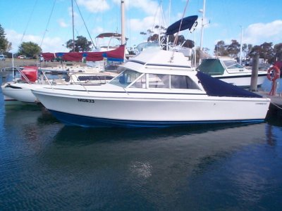 Caribbean 26 Flybridge Cruiser