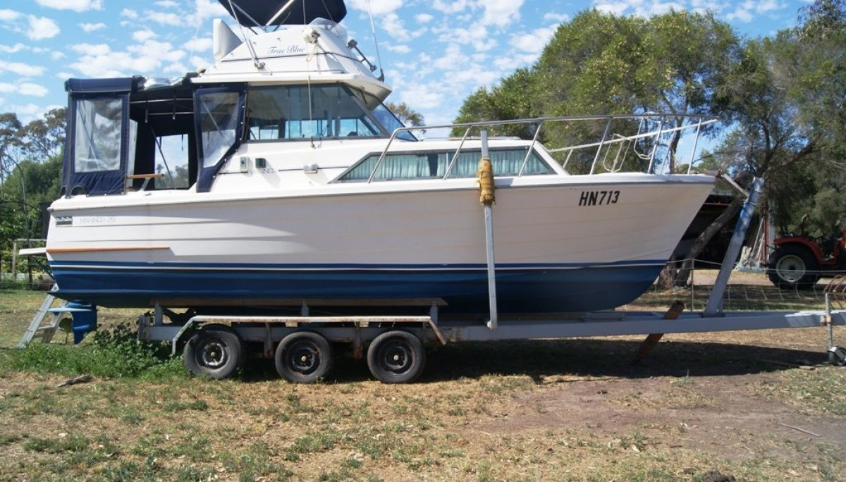 Mariner 26 Pacer Flybridge Cruiser