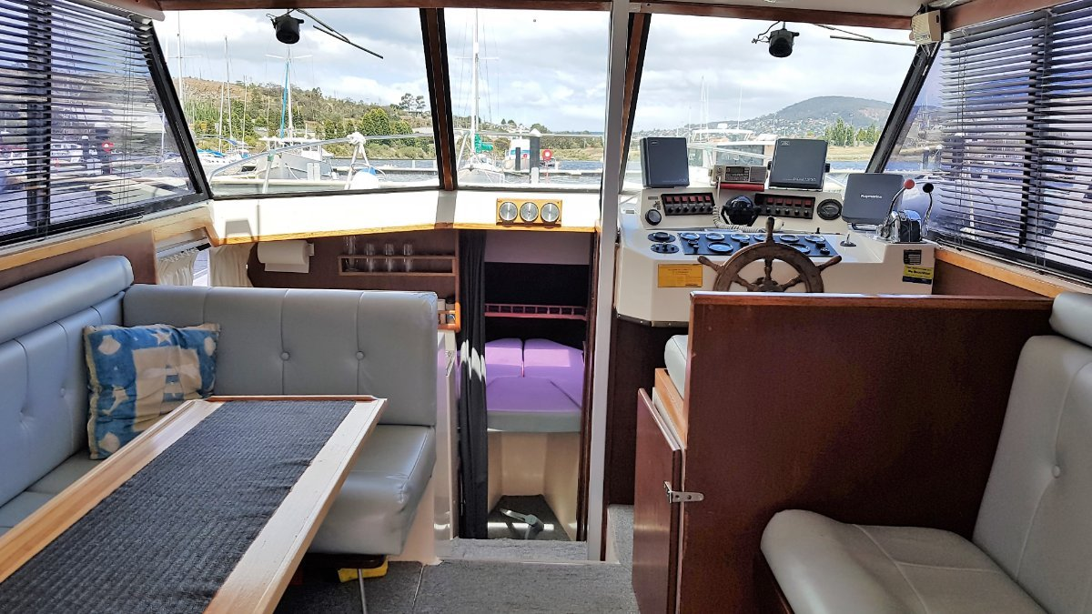 Rebound Mariner 31 Flybridge Twin shaft drive Volvo diesels. Boat Brokers of Tasmania