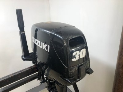 2013 Suzuki 30hp 2 stroke Tiller