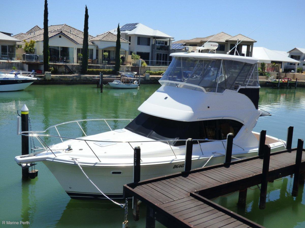 Riviera 3350 Flybridge -- In Fantastic Condition