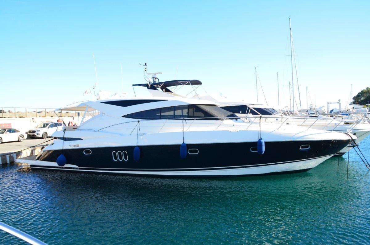 Riviera 5800 Sport Yacht