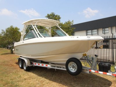 Boston Whaler 230 Vantage Bowrider