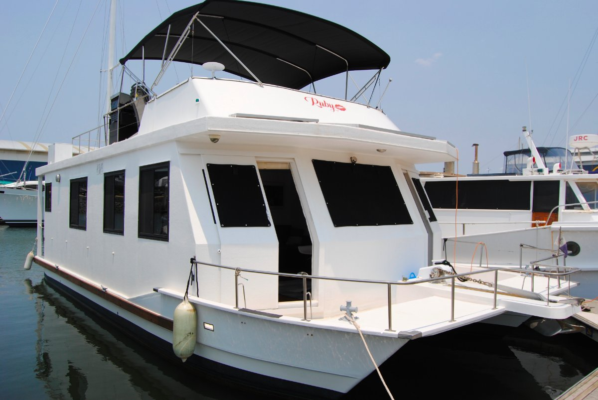 Pacific Cruiser House Boat
