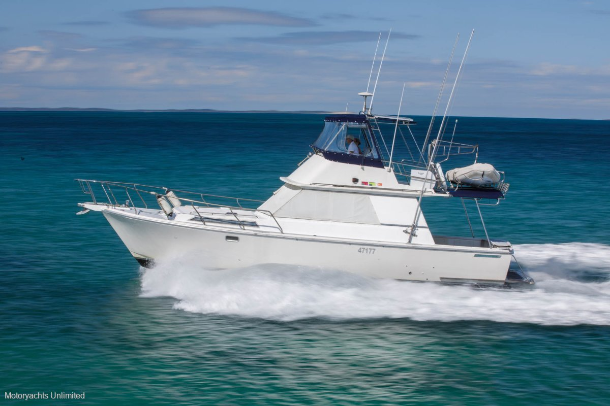 Randell 38 Flybridge Cruiser - Big reliable and cheap family boating