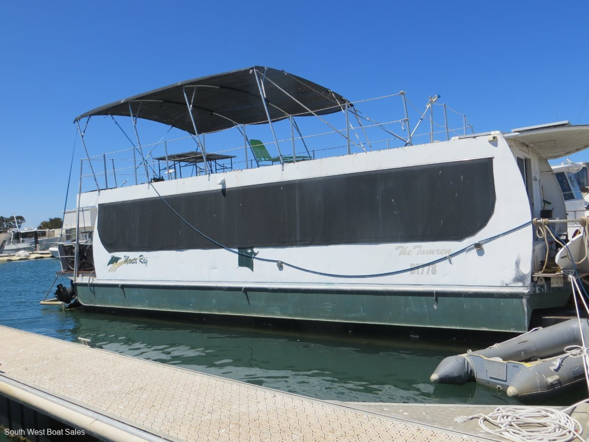 Custom Built Houseboat with heaps of entertaining