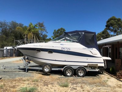 Four Winns Vista 248 *** WITH TRAILER - LOW HOURS *** $55,000 ***