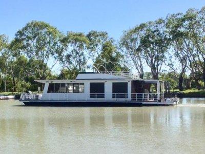 Houseboat Manyana