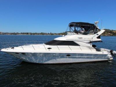 Sea Ray 400 Sedan
