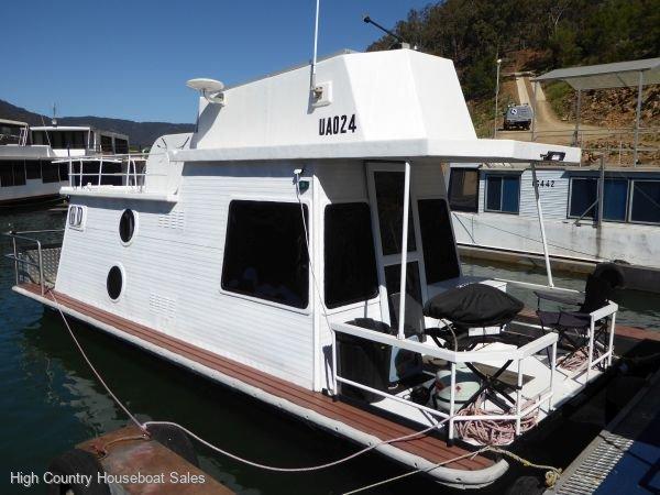 Houseboat Holiday Home on Lake Eildon, Vic.:LBBE on Lake Eildon