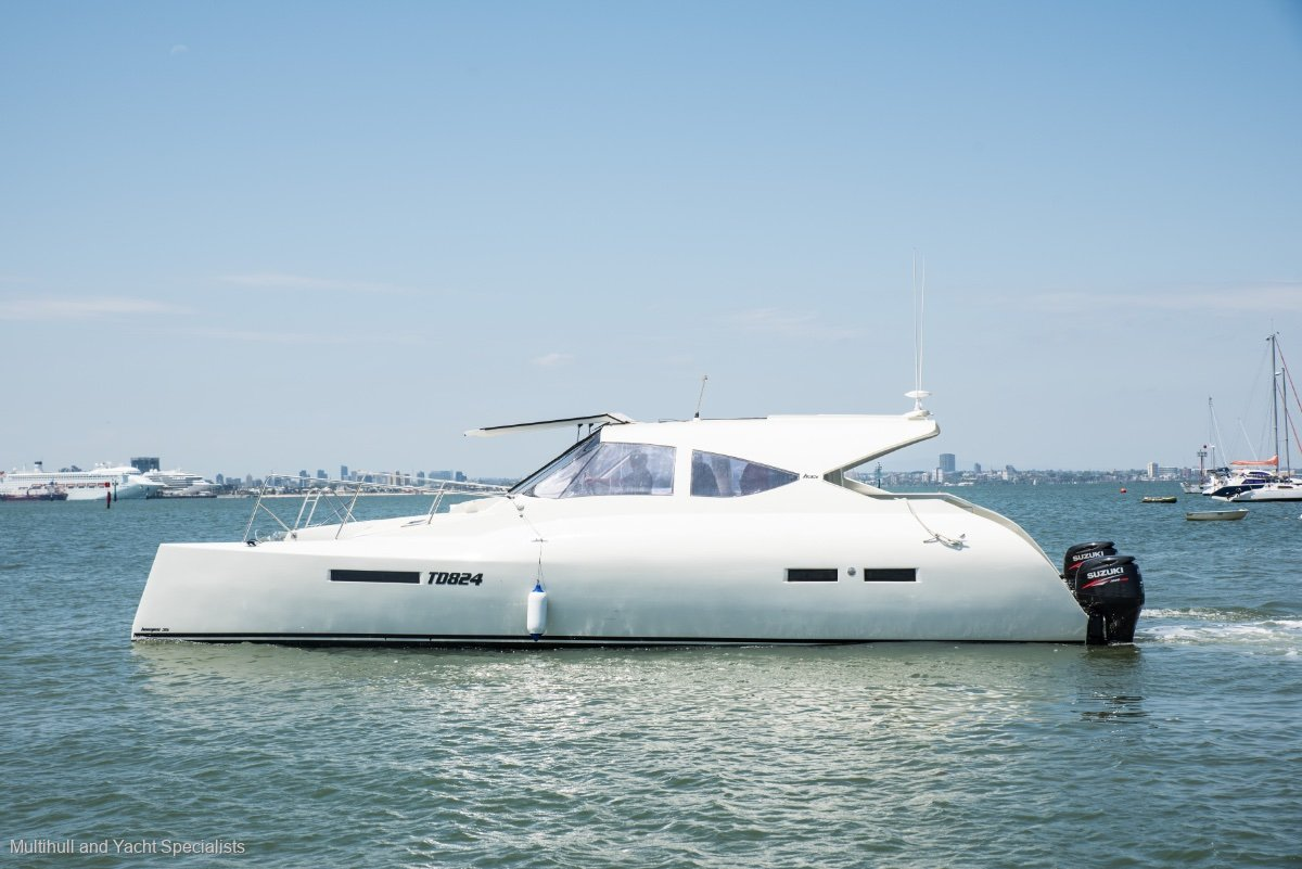 Custom HAMES 35 POWER CATAMARAN