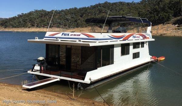 Houseboat Holiday Home on Lake Eildon, Vic.:Fox On The Run @ Lake Eildon