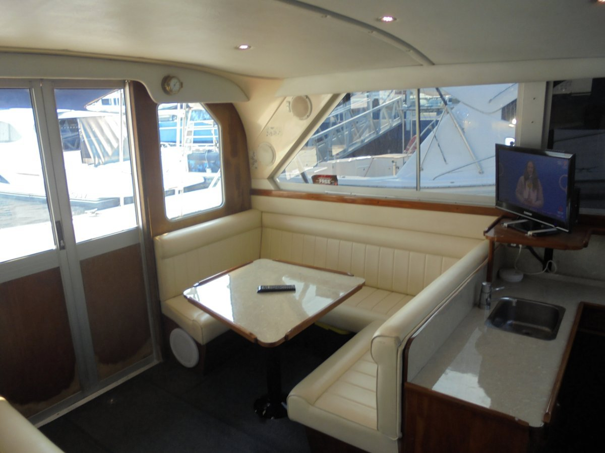 Caribbean 35 Flybridge Cruiser - 1995MY