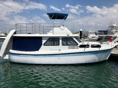 Cuddles 30 Flybridge Cruiser