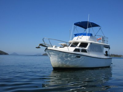 Cuddles 30 Flybridge Cruiser Perfect for lazy weekends and relaxing holidays