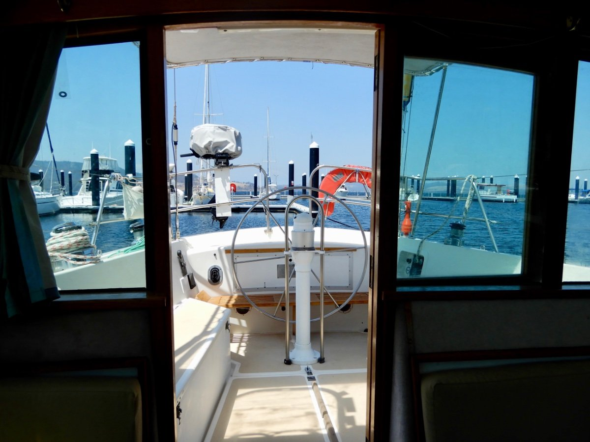 Zeston 40 CLASSIC PILOTHOUSE WITH EXCELLENT INVENTORY