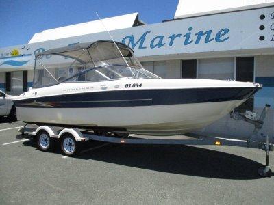 Bayliner 219 Deck Boat