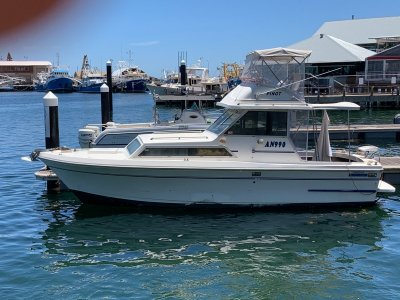 Mariner 28 Flybridge 2007 motor new clears just serviced
