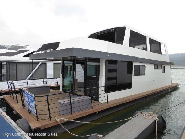 Houseboat Holiday Home on Lake Eildon, Vic.:Kiandra on Lake Eildon